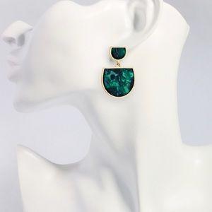 Emerald green stunning earrings!